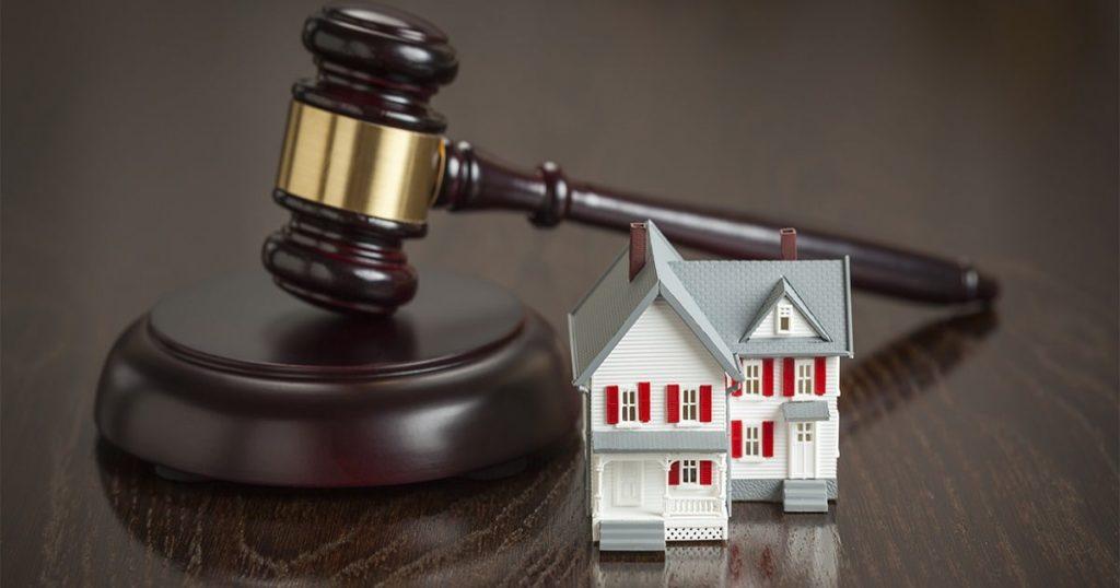 Может ли банк забрать квартиру за долги